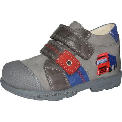 Szamos, supinált talpú, szürke színű, kamionnal díszített átmeneti cipő fiúknak.